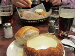 Fish & Chips und New England Clam Chowder im Brot