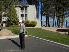 Stephan auf dem Parkplatz der Timber Cove Lodge in South Lake Tahoe