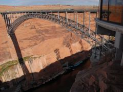 Brücke über den Colorado River am Glen Canyon Dam